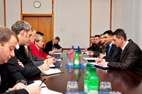 Defense Minister Meets With the US Deputy Secretary of State