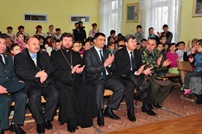 Minister of Defense Offers Gifts to Cahul Children