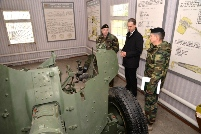"Minister of Defense Visits ""Dacia"" Brigade from Cahul"
